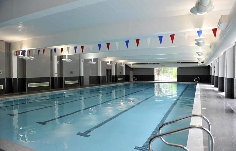 Lensbury Resort - Pool - 0