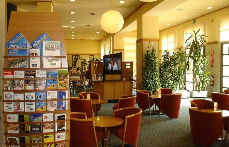 Holiday Inn Express Ciudad de las Ciencias - General - 3