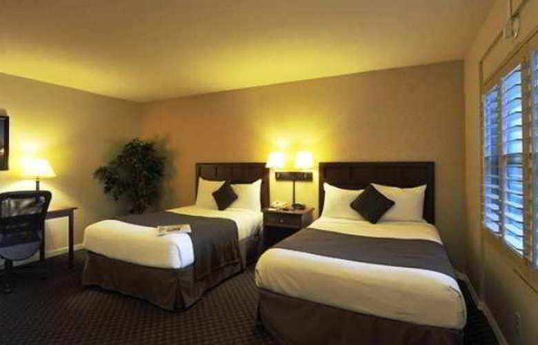 Lions Gate Hotel - Room - 1