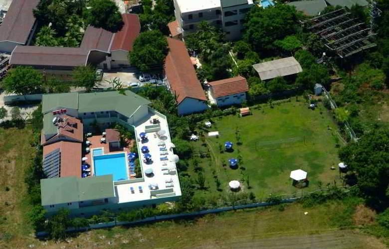 Elis Beach - Hotel - 0