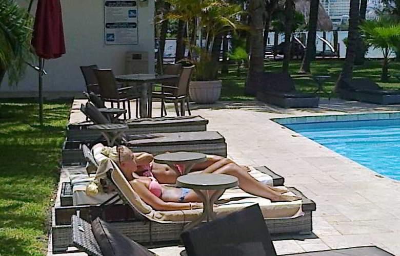 Sina Suites - Pool - 14
