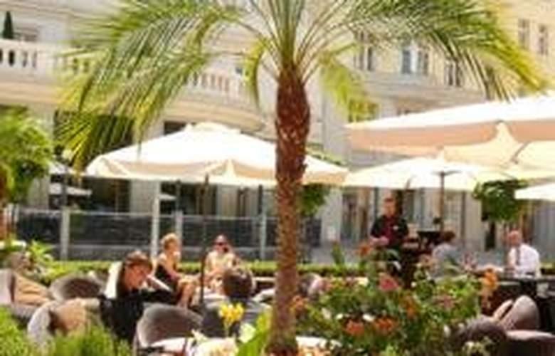 Radisson Blu Carlton - Hotel - 0