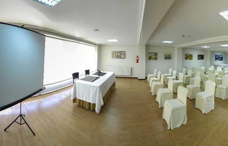 Vigo Plaza - Conference - 11