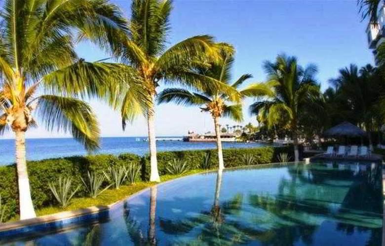 La Concha Beach Hotel - Pool - 6