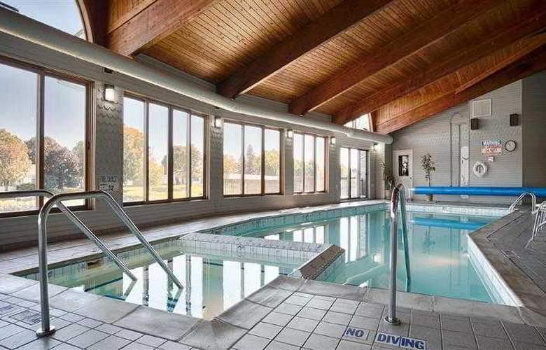 Best Western River Terrace - Pool - 26