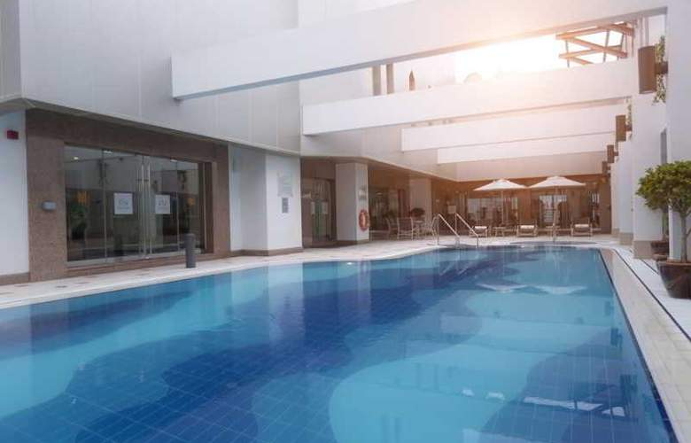 Majlis Grand Mercure Residence - Pool - 40