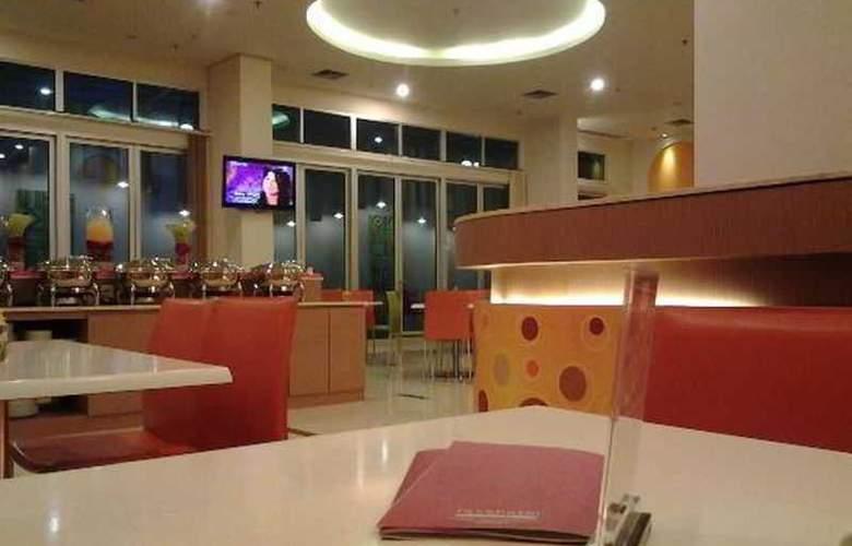 FaveHotel Adi Sucipto Solo - Restaurant - 10