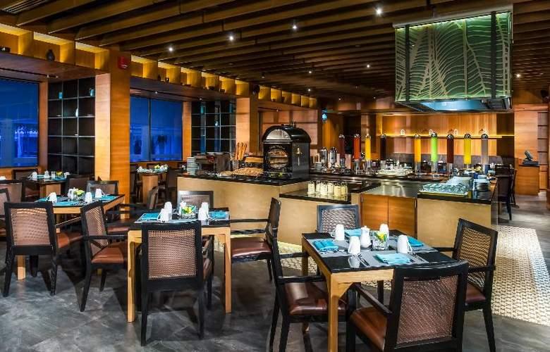 Le Meridien Phuket Beach Resort - Restaurant - 31
