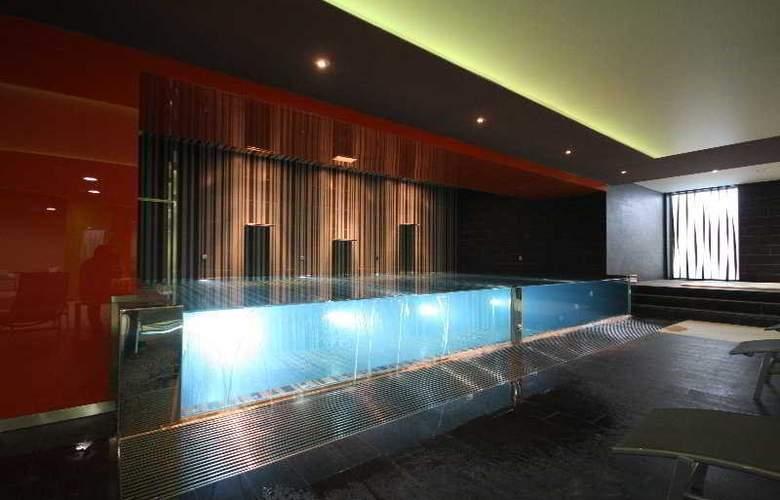 HD Beach Resort & Spa - Pool - 4