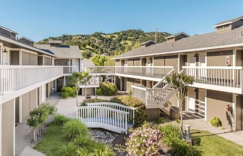 UpValley Inn & Hot Springs - Hotel - 0
