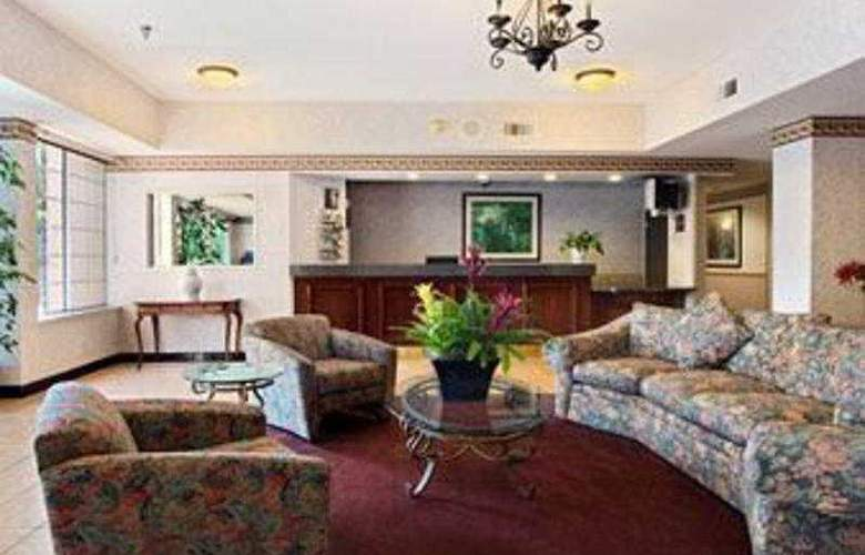 Holiday Inn Express Hotel & Suites - General - 1