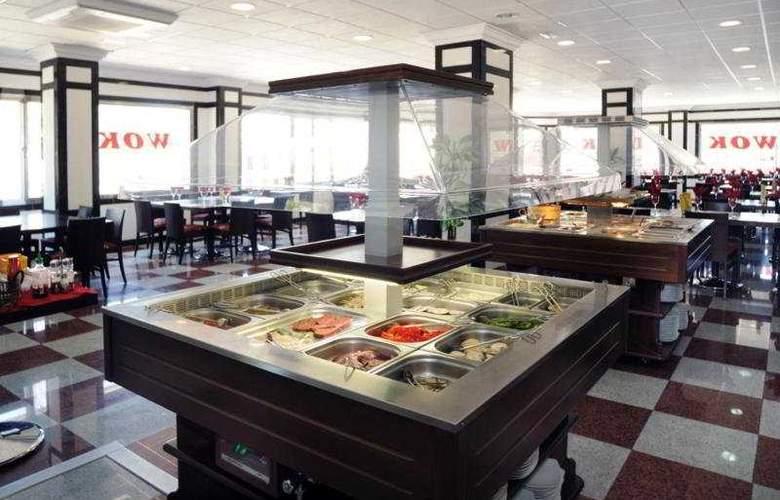 Apartamentos Nuria Sol - Restaurant - 4