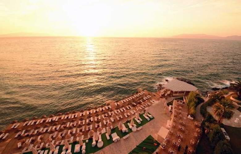 Charisma De luxe - Beach - 29