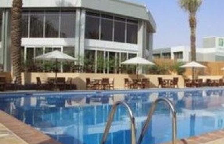 Holiday Inn Izdihar - Pool - 4