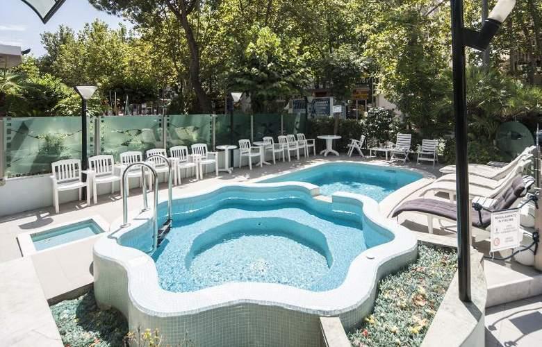 Levante - Pool - 4