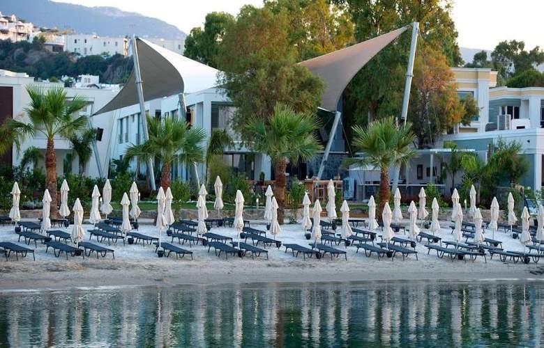 Ramada Resort Bodrum - Beach - 44