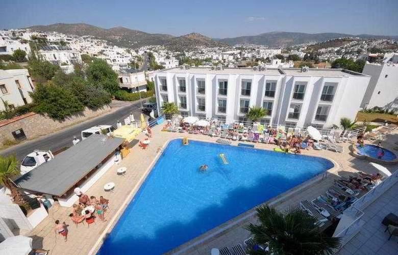 Shark Club Hotel - Pool - 11