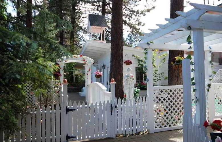 Tahoe Chalet Inn - Terrace - 3