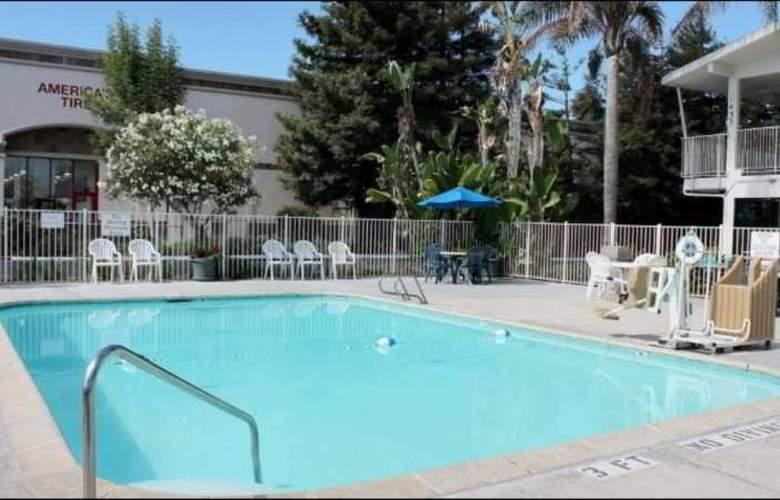 Motel 6 San Luis Obispo North - Pool - 10