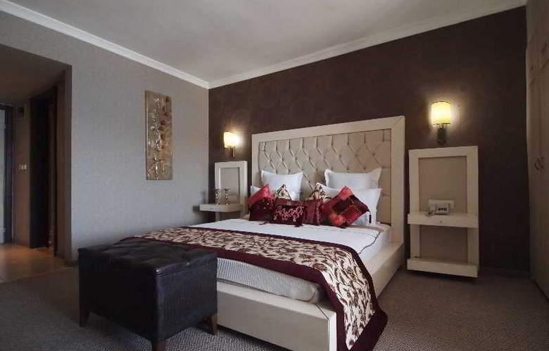 Romance - Room - 2