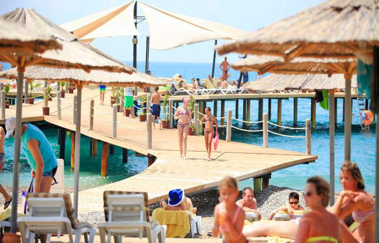 Lyra Resort - Pool - 38