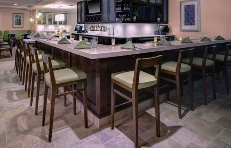 Hilton Garden Inn Boston/Waltham - Bar - 5