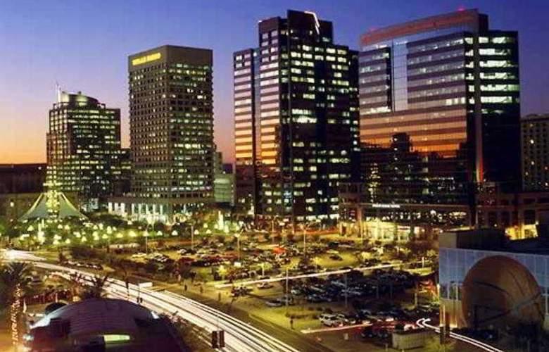 Courtyard Phoenix Airport - Hotel - 4