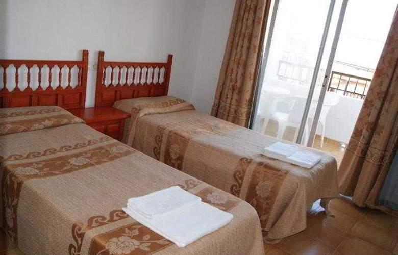 Apartamentos San Antonio Beach - Room - 4