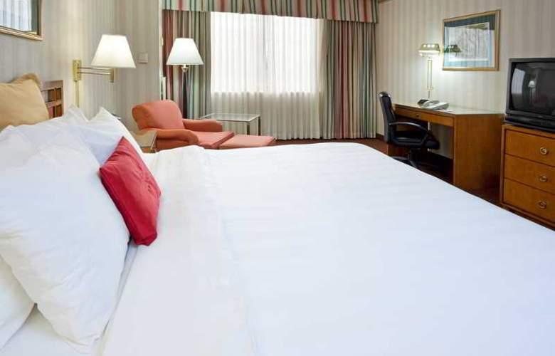 La Guardia Plaza Hotel - Room - 6