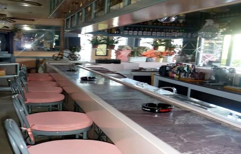Rainbow Hotel - Bar - 2