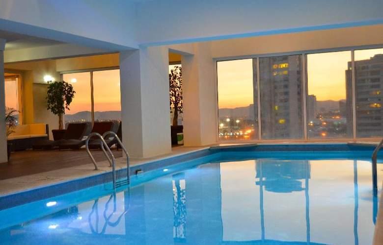 La Quinta Inn & Suites Puebla Palmas - Pool - 10