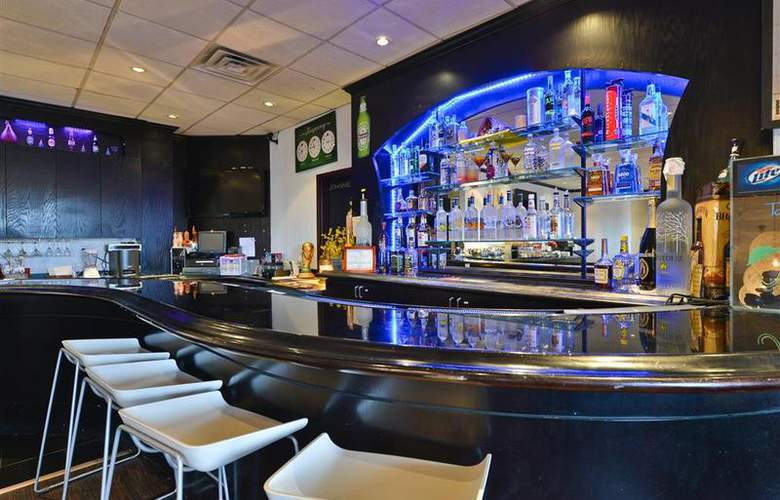 Best Western Plus Newark Airport West - Bar - 95