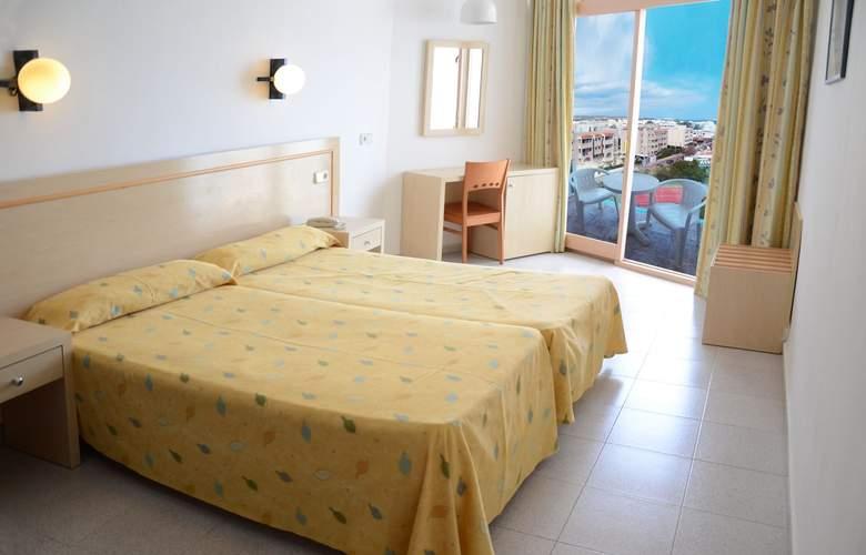 Riviera Hotel - Room - 0