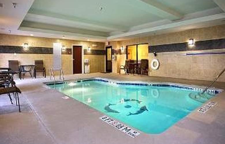 Comfort Suites Golden Isles Gateway - Pool - 5
