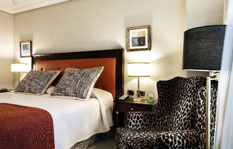 Hesperia Madrid - Room - 8