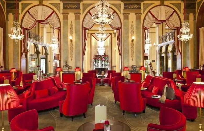 Royal Barriere - Hotel - 0