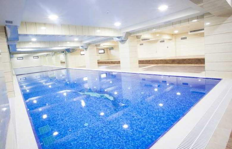 Emerald - Pool - 1