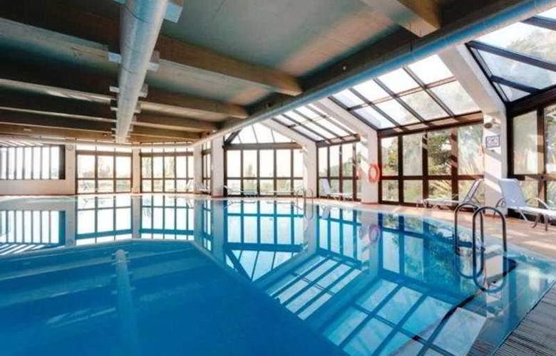 Tryp Colina do Castelo - Pool - 3