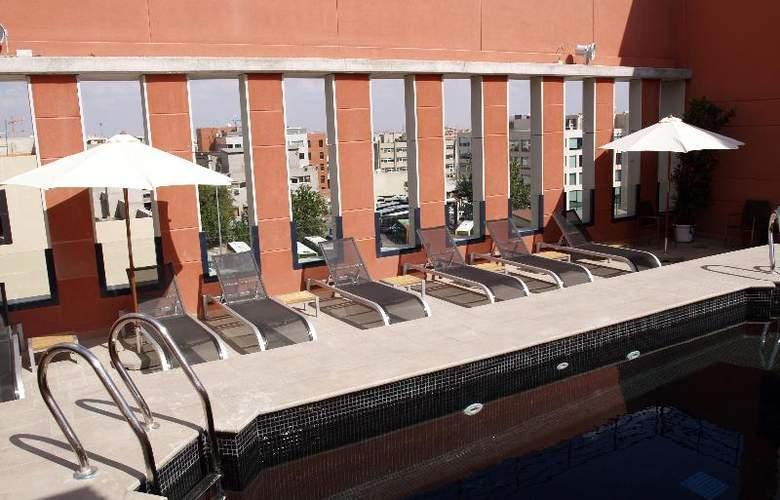 Eco Alcala Suites - Pool - 13