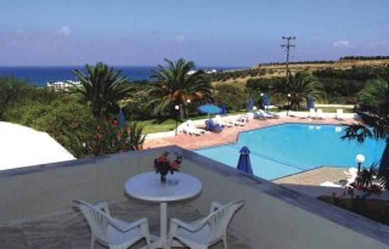 Eleftheria Hotel - Terrace - 2