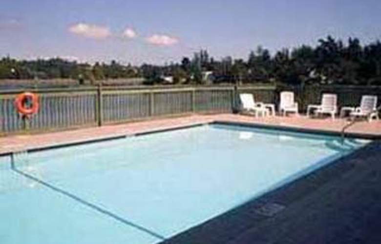 Econo Lodge Inn & Suites Victoria - Pool - 4