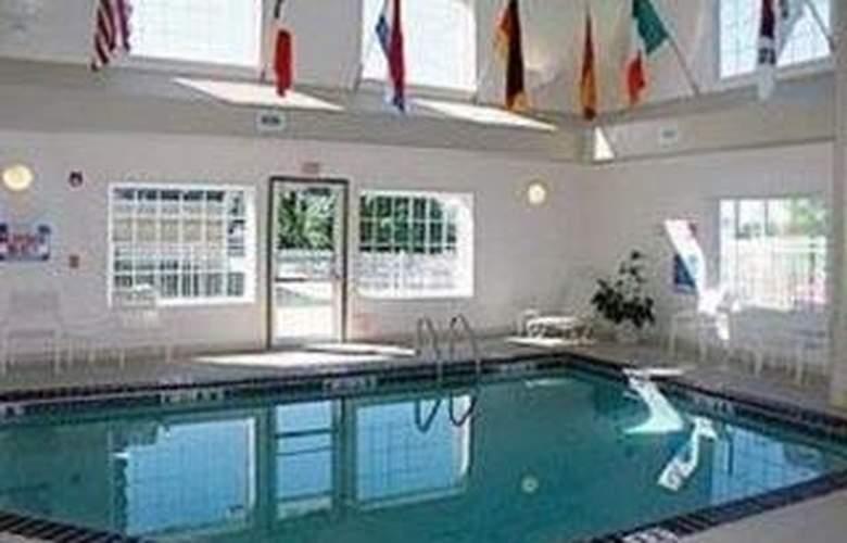 Comfort Inn & Suites Downtown - Pool - 4