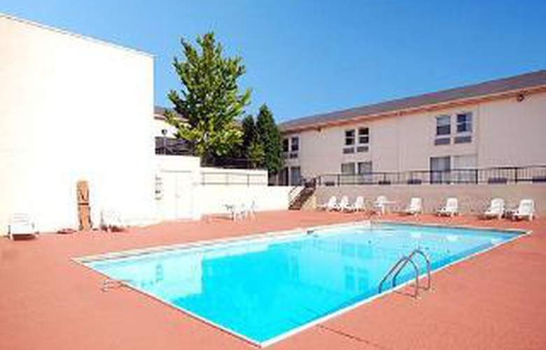 Quality Inn & Suites, Florence - Pool - 6