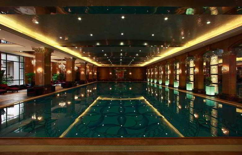Chateau Star River Pudong - Pool - 4
