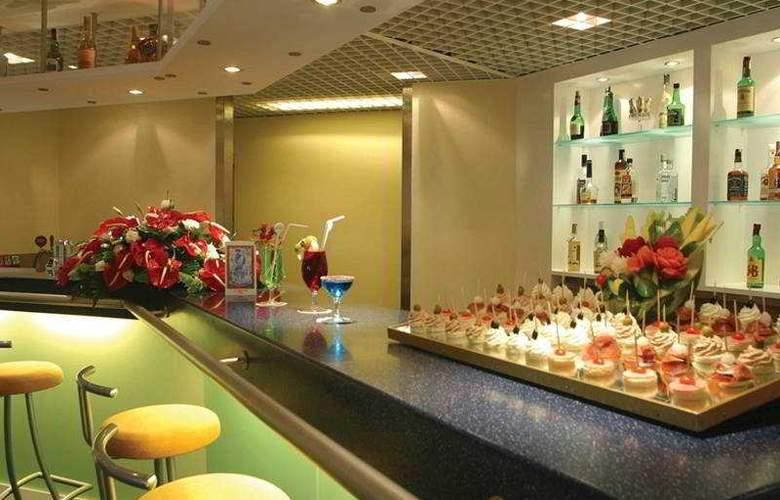 Holiday Inn Lisboa - Bar - 8