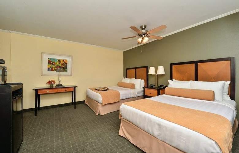 Best Western Plus St. Charles Inn - Room - 60
