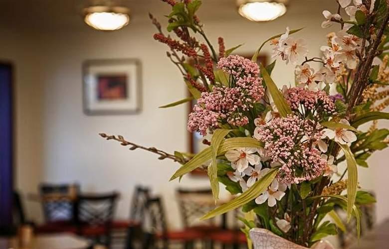 Best Western Plus Ahtanum Inn - Restaurant - 116