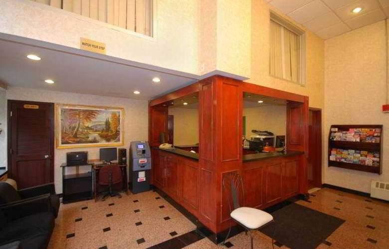 Econo Lodge Times Square - General - 1
