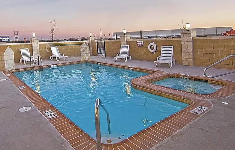 Best Western Plus San Antonio East Inn & Suites - Pool - 118