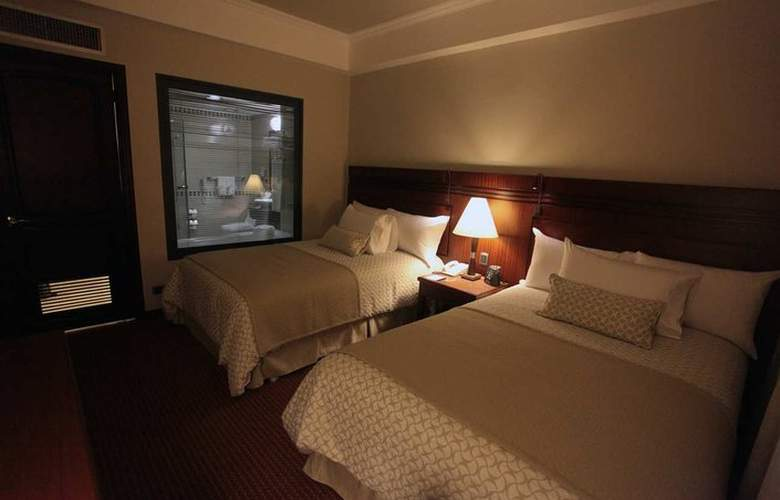 Embassy Suites Valencia - Room - 9